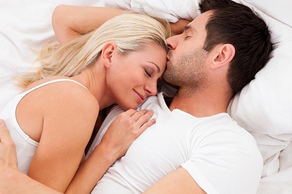 Quan hệ tình dục đều đặn, vừa phải giúp ngăn ngừa tình trạng yếu sinh lý