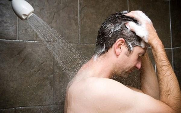 tắm nước nóng dễ yếu sinh lý